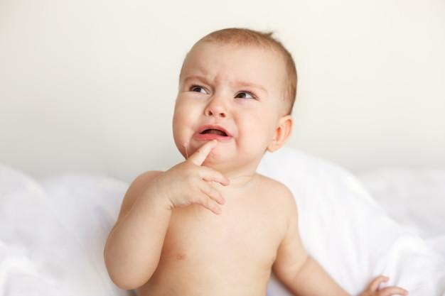 Защо плачат бебетата?