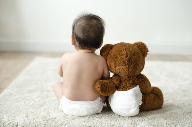 Причини и симптоми за колики при бебетата