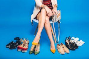 Правилната комбинация от цветове в обувките и дрехите